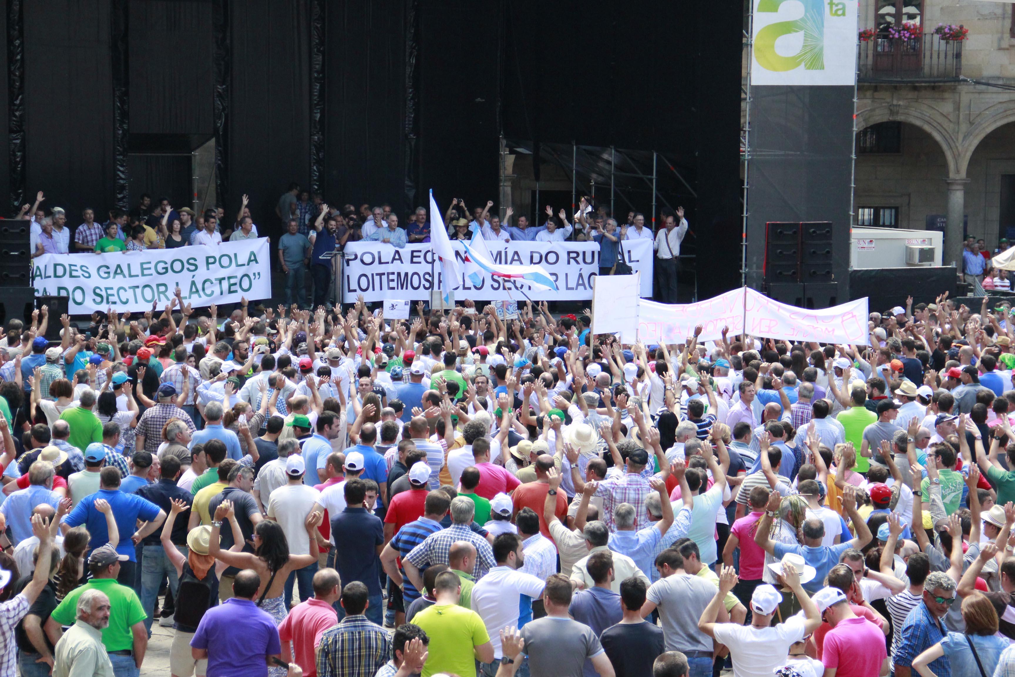 60 cooperativas gandeiras de AGACA participaron na manifestación do sector lácteo