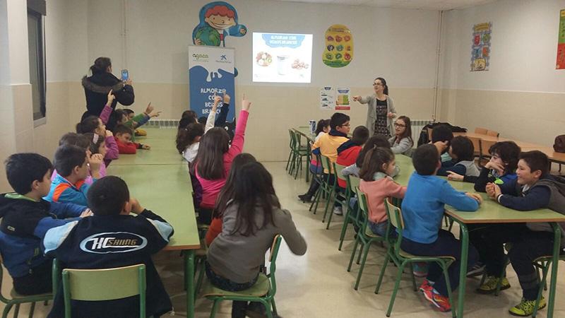 Estudiantes de Viloira prueban desayunos saludables