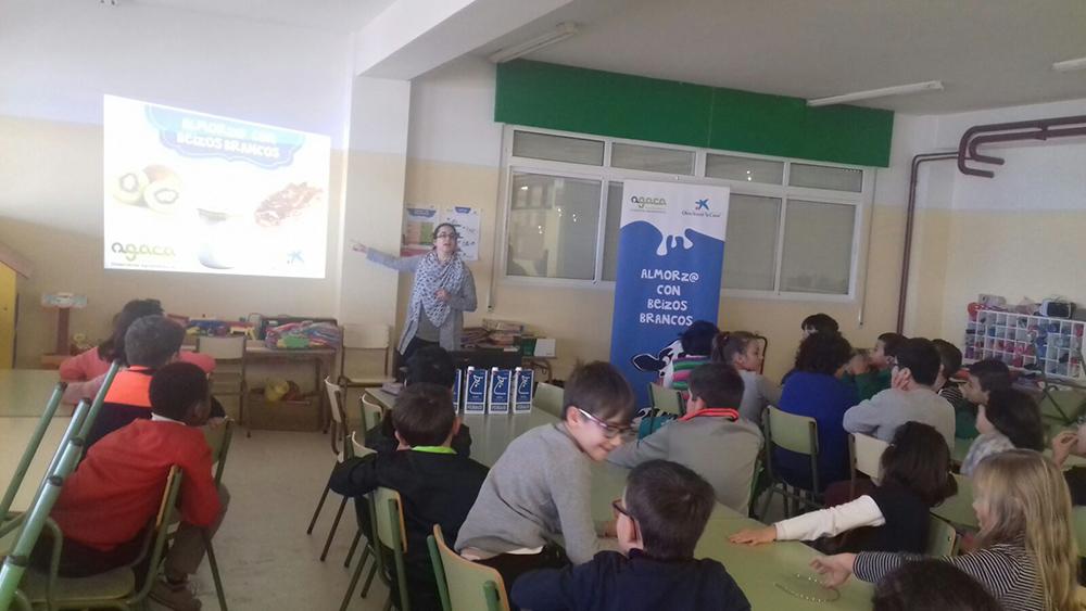 """""""Almorz@ con Beizos Brancos"""" fomenta almorzos sans entre escolares de Burela"""