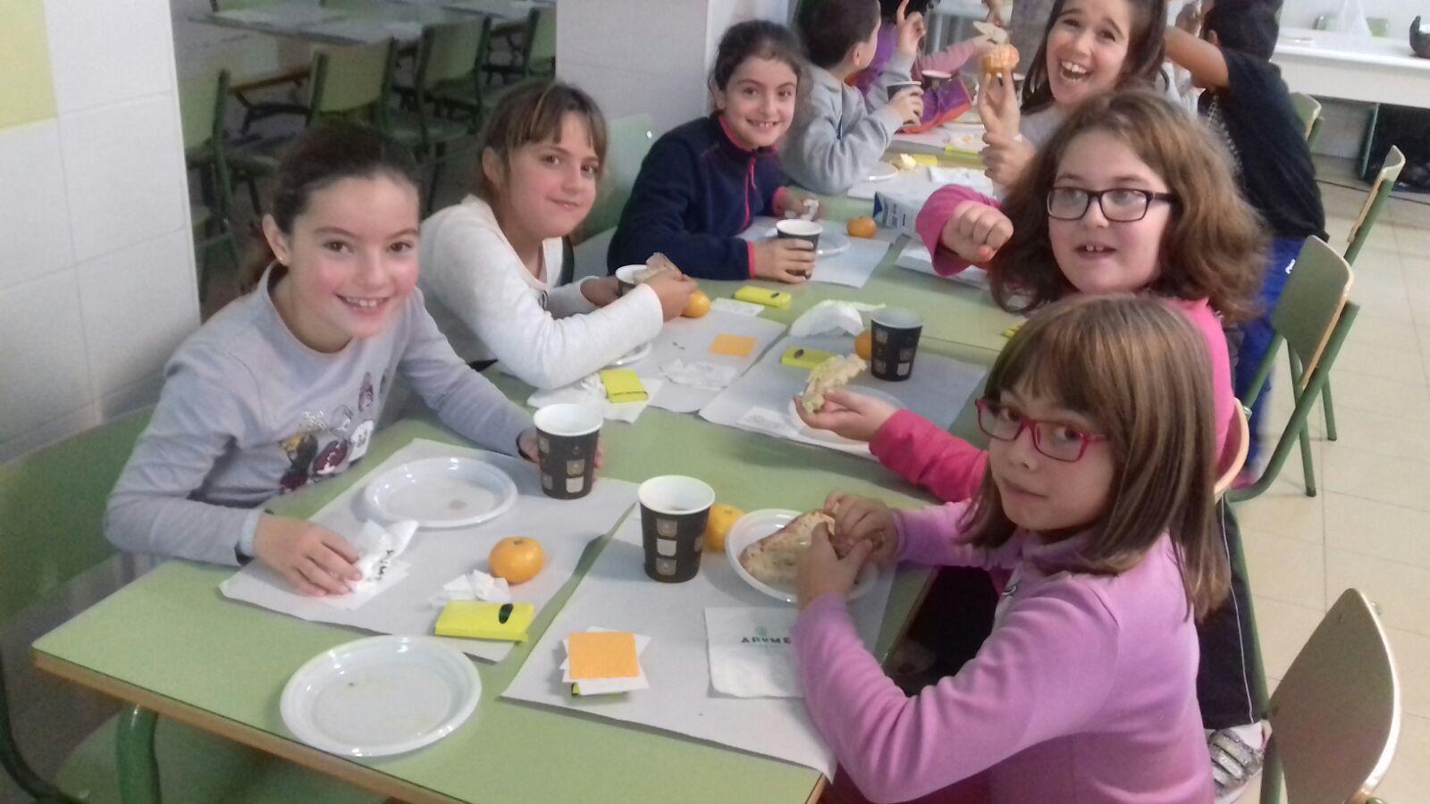 """Estudantes de Vigo aprenden sobre nutrición sa con """"Almorz@ con Beizos Brancos"""""""