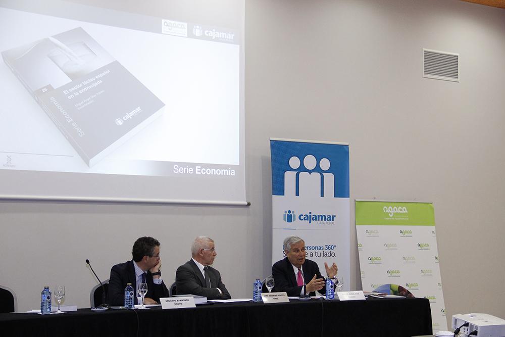 33 expertos desgranan en una publicación de Cajamar alternativas para superar la crisis que sufre el sector lácteo gallego y español