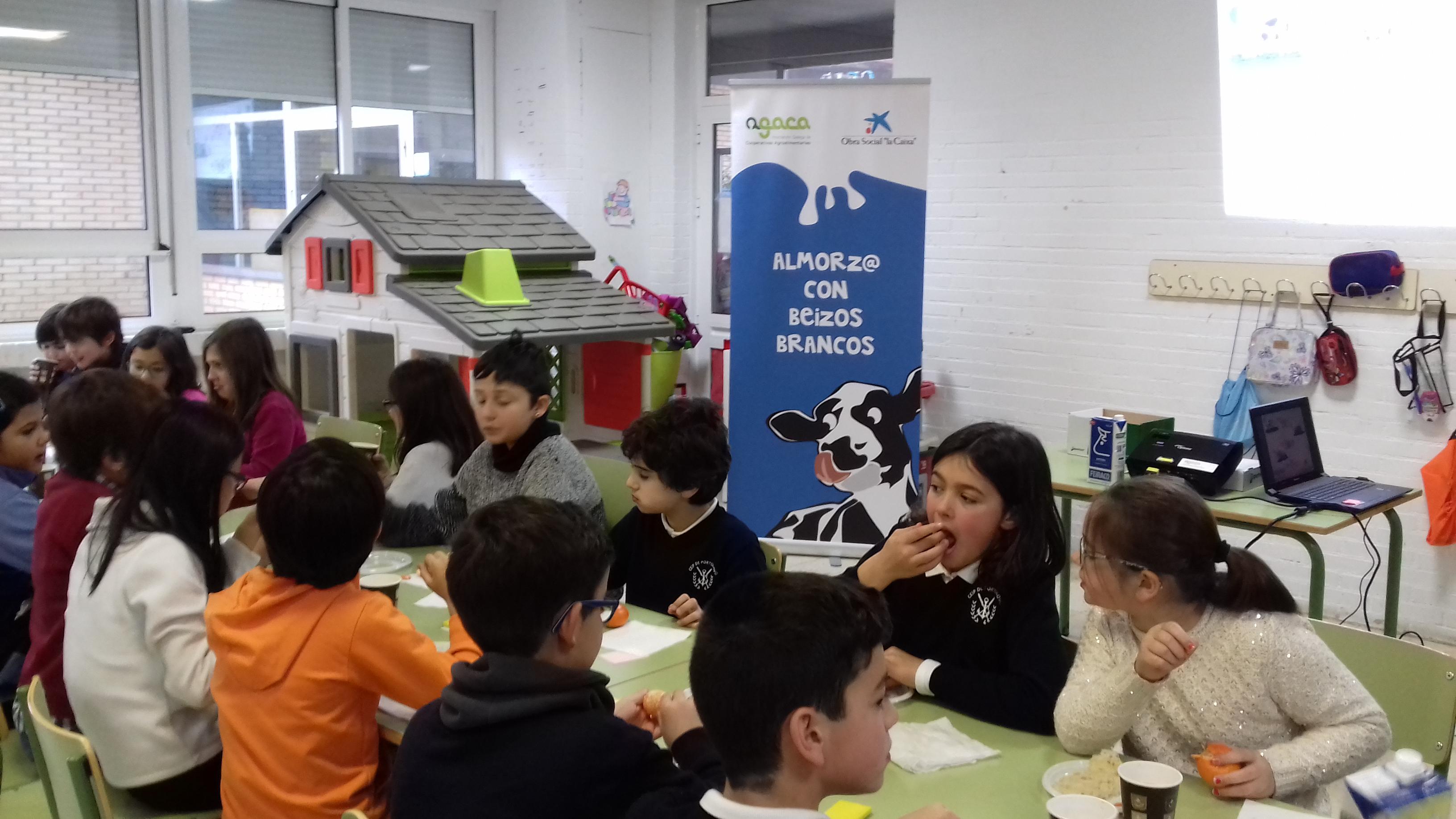"""Cincuenta estudiantes de Portonovo aprenden sobre nutrición con Obra Social """"la Caixa"""" y AGACA"""
