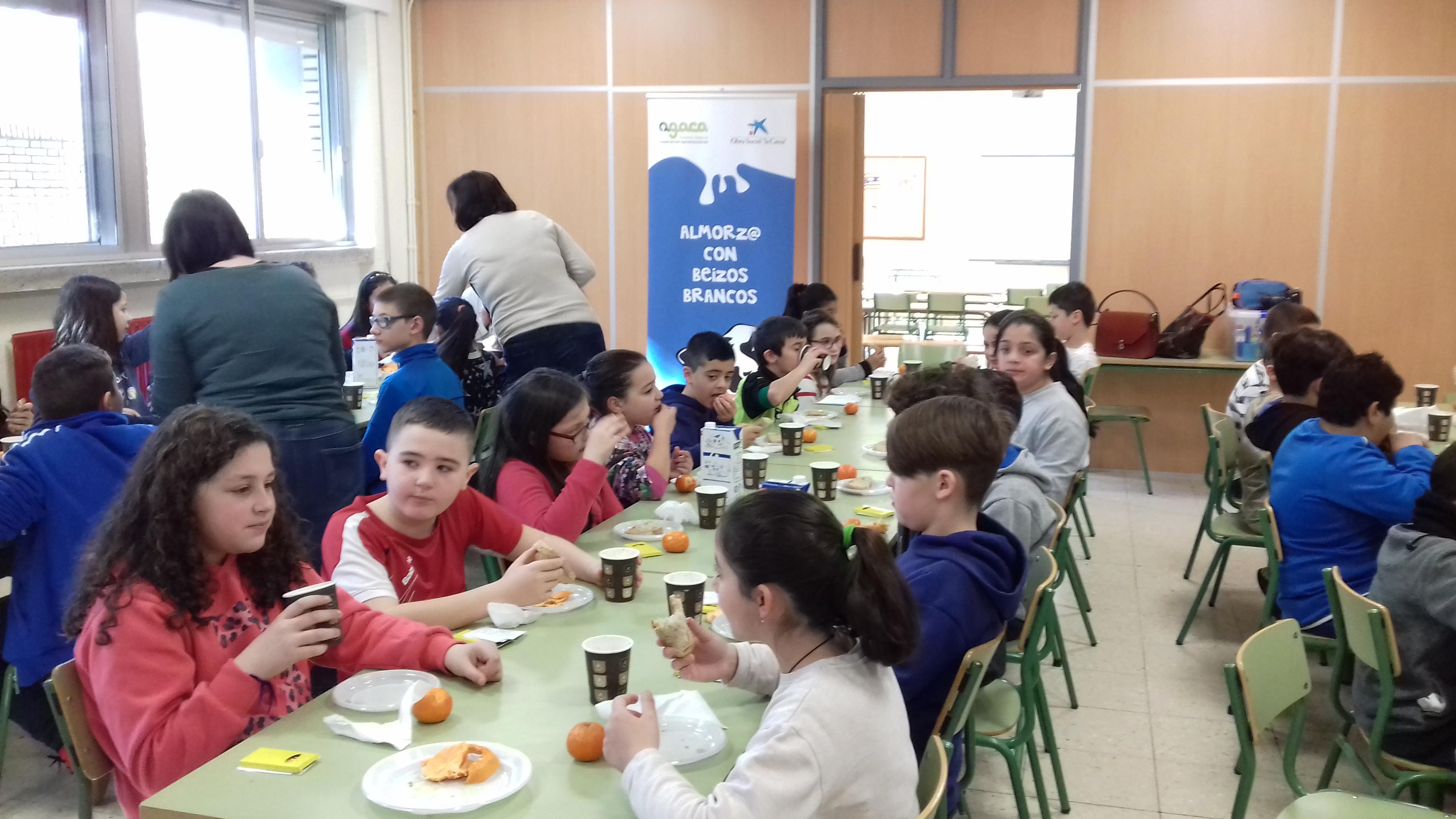 Leche, fruta y pan para educar en nutrición sana a estudiantes de Ourense
