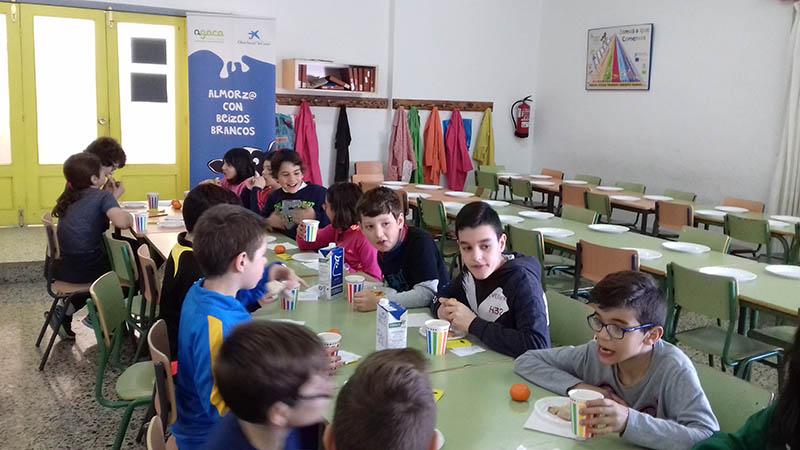 """Más de 900 estudiantes participaron este curso en """"Almorz@ con Beizos Brancos"""" de Obra Social """"la Caixa""""  e AGACA"""