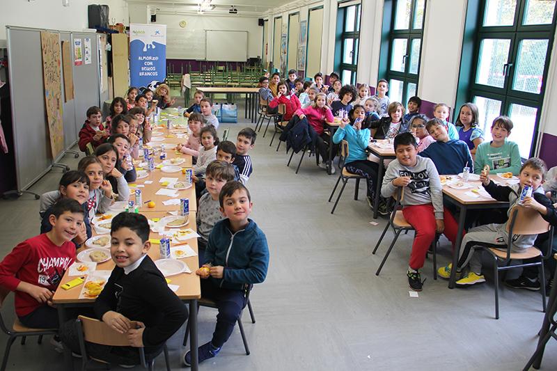 """""""Almorz@ con Beizos Brancos"""" arranca en Compostela con 52 escolares"""