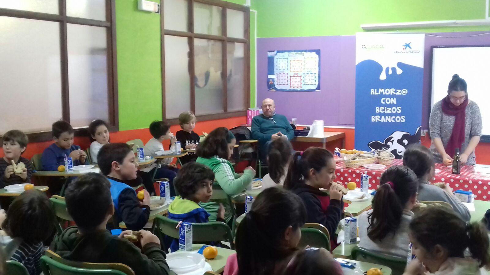 Ortigueira desayuna sano con AGACA y Obra Social «la Caixa»