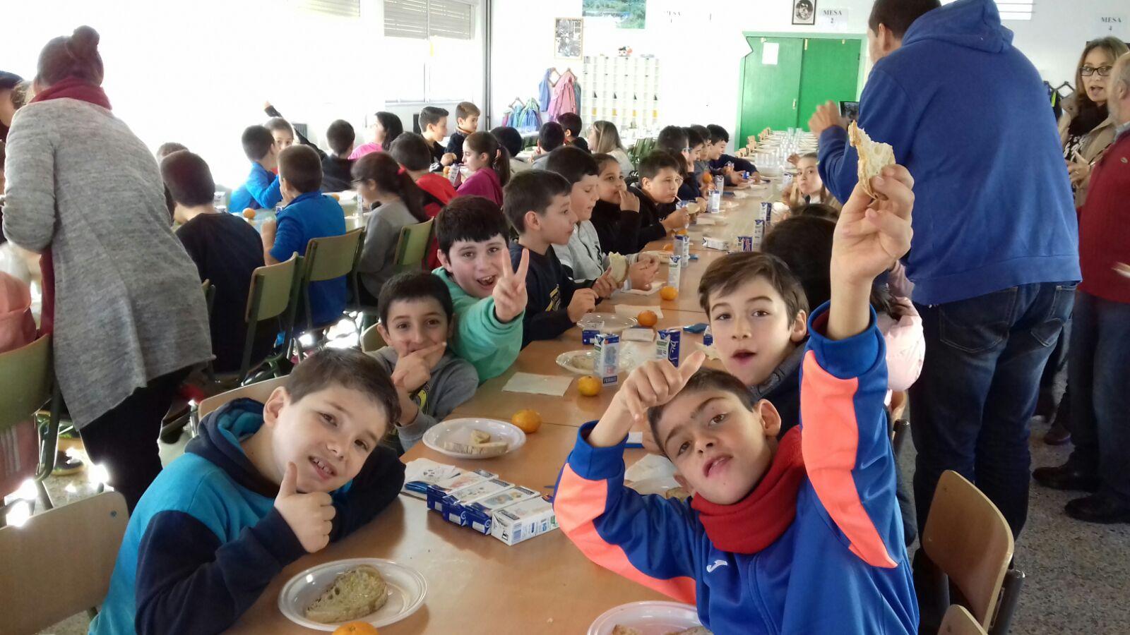 """Estudiantes de Cee prueban alimentos sanos con """"Almorz@ con Beizos Brancos"""""""