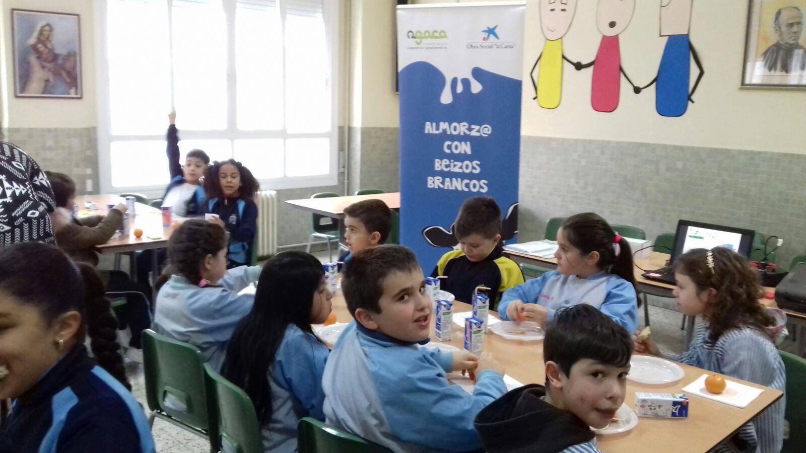 """AGACA y Obra Social """"la Caixa"""" llevan almorzos sanos a estudiantes de Ourense"""