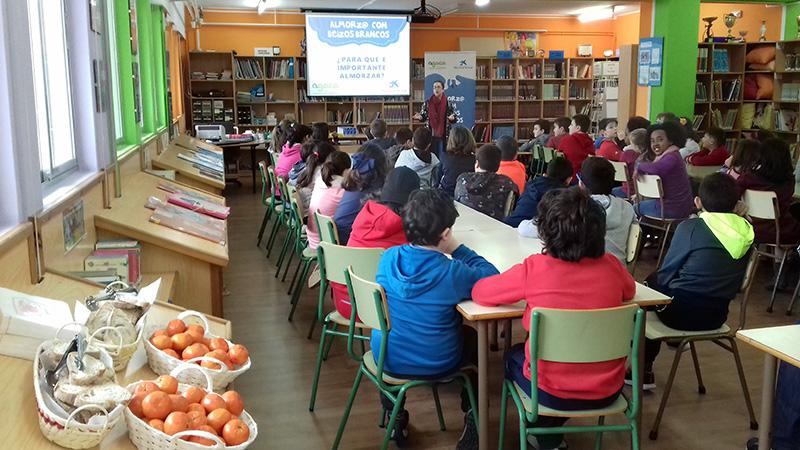 AGACA inculca la importancia del desayuno entre escolares de primaria en Boiro