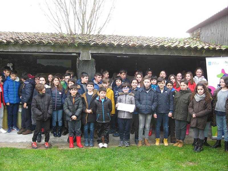 Escolares do CEIP Monte dos Postes achéganse ao cooperativismo da man de AGACA e Casa Grande de Xanceda