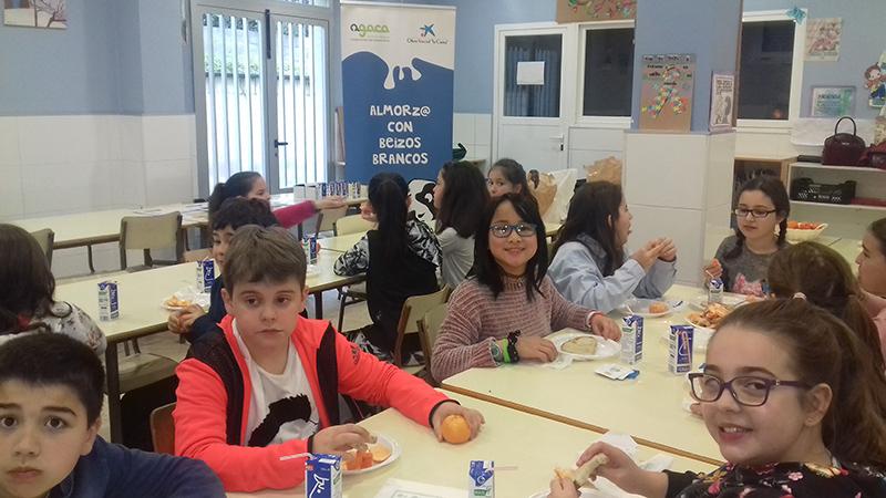 """Este curso más de 950 escolares aprendieron a desayunar con AGACA y Obra Social """"la Caixa"""""""