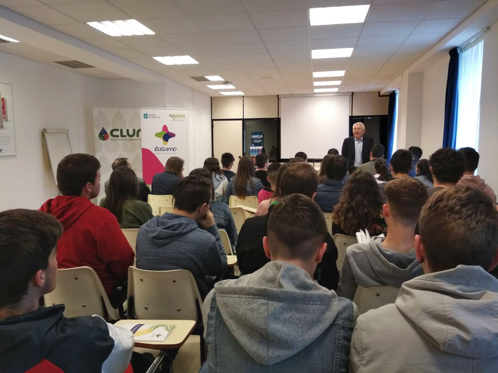 Estudantes de Vilalba achéganse ao cooperativismo con AGACA e Feiraco