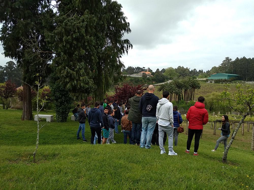 Estudiantes de Vilagarcía se aproximan al cooperativismo con AGACA y Condes de Albarei
