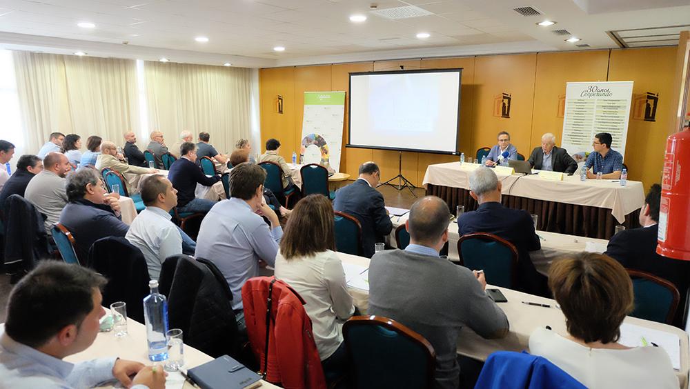 Profesionales del sector analizaron la situación del lácteo gallego en Santiago