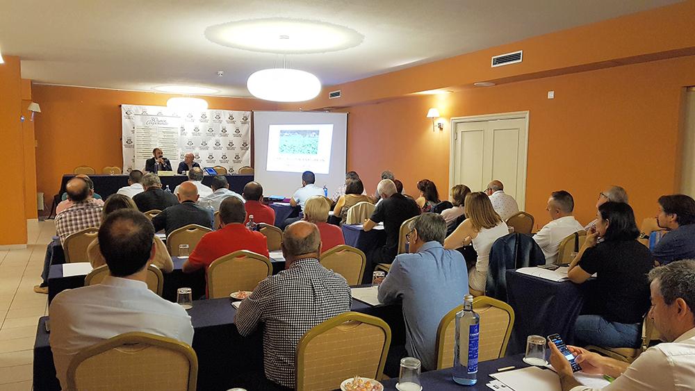 Viticultores profesionais debateron intensamente sobre normativa, sanidade e mercado do sector