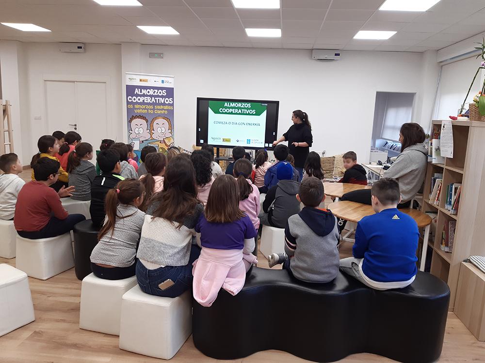 """Escolares de Meaño participan en los """"Almorzos Cooperativos"""""""