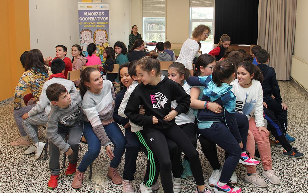 Almuerzo saudable y juegos cooperativos para escolares de Noia