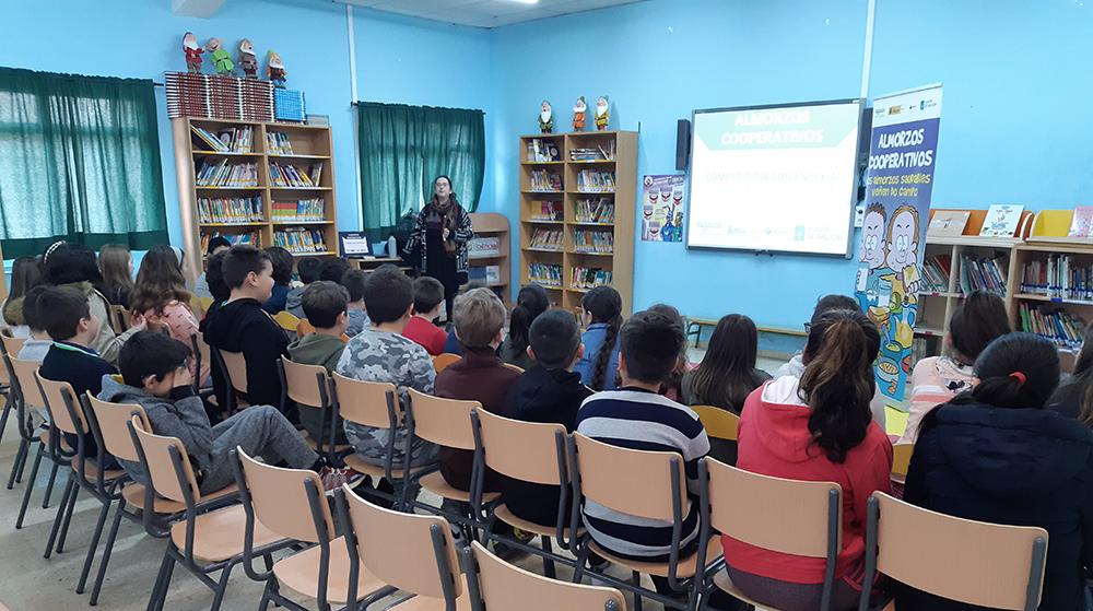 Estudiantes de Carril aprenden cooperativismo y nutrición