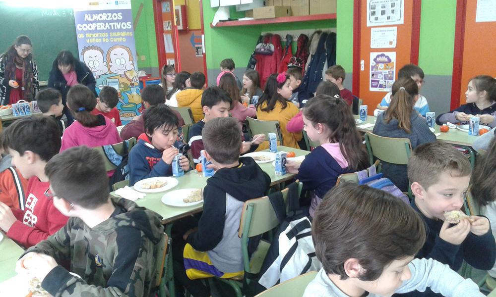 Estudantes de Carballo aprenden cooperativismo e nutrición con AGACA